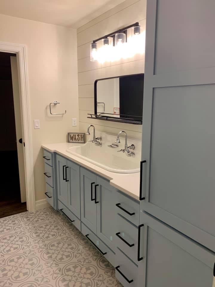 perla white quartz bathroom image