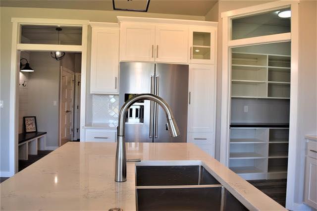 Carrera marmi quartz kitchen image